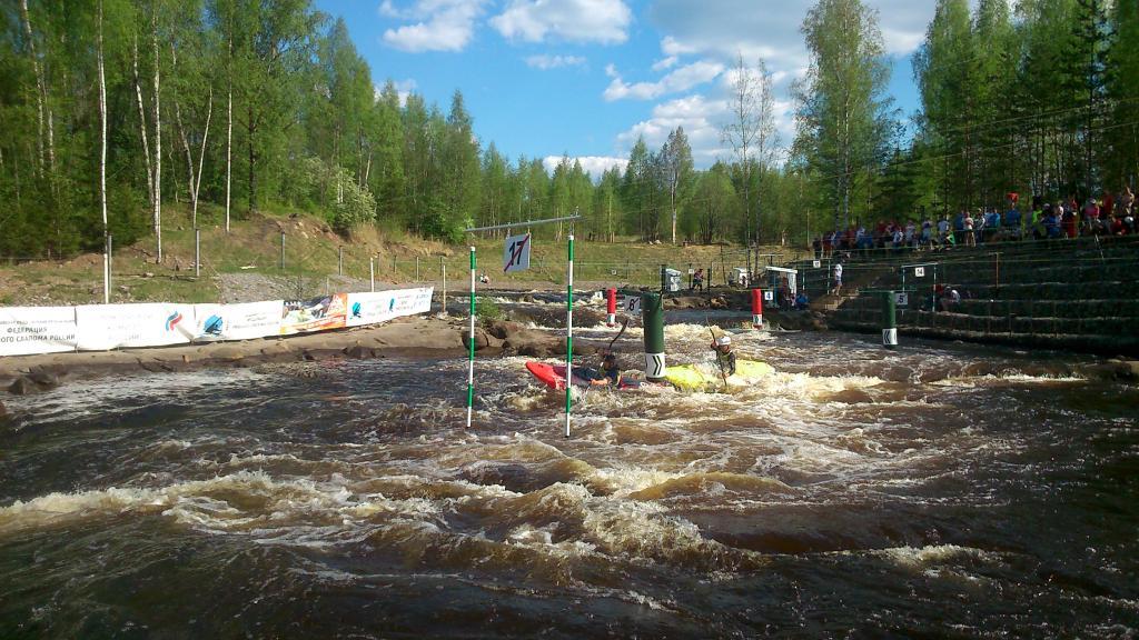 Экстремальным спуском на байдарках в Окуловке завершилось первенство России до 17 лет