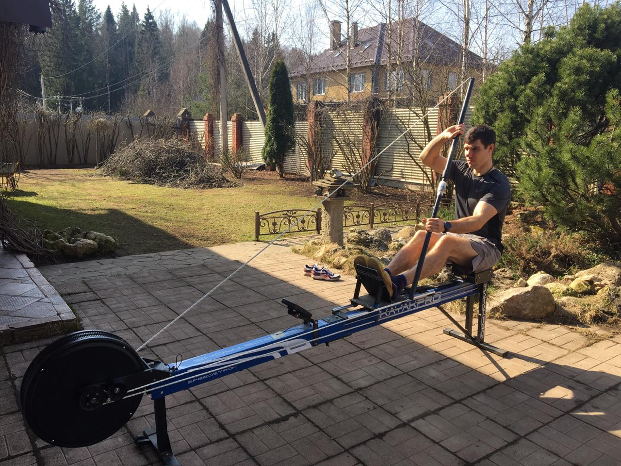 Павел Эйгель постоянно общаемся с тренером, регулируем тренировки в условиях самоизоляции